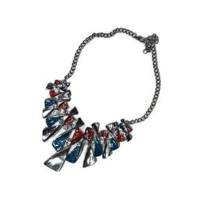 Jewelry - 🛍5 for $25🛍Silvertone Statement Necklace